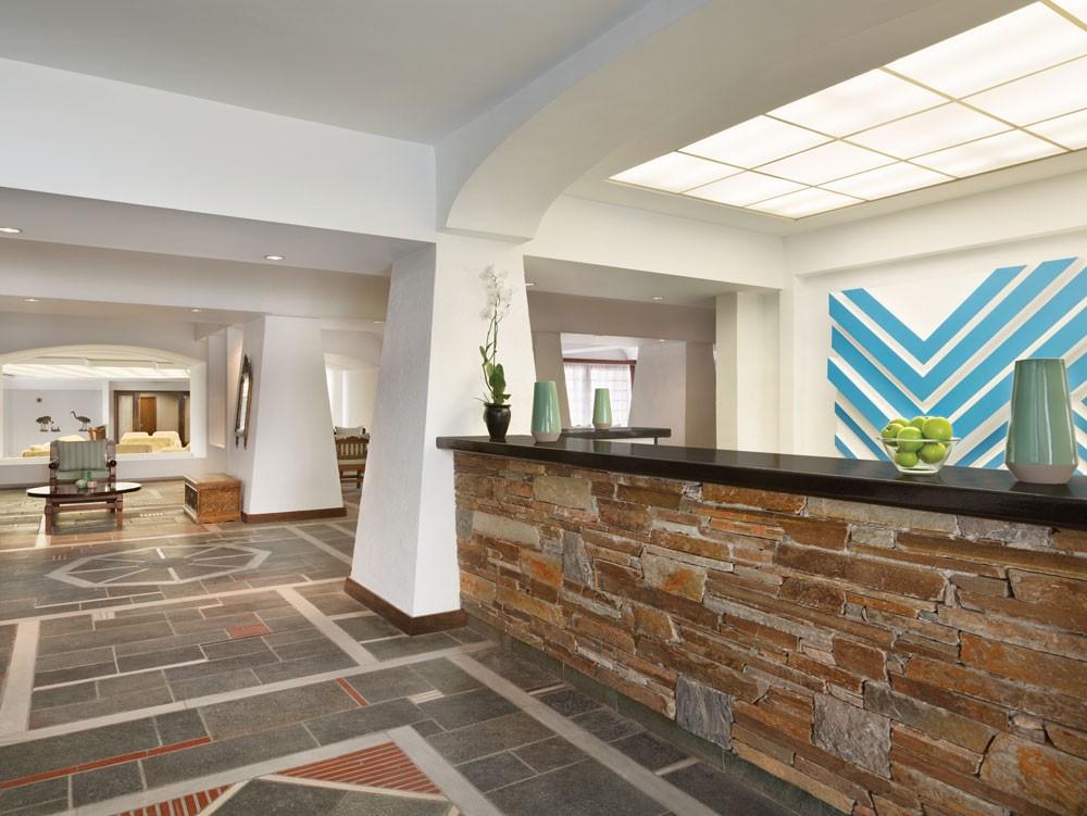 ресепшн отеля Wyndham Loutraki Poseidon Resort