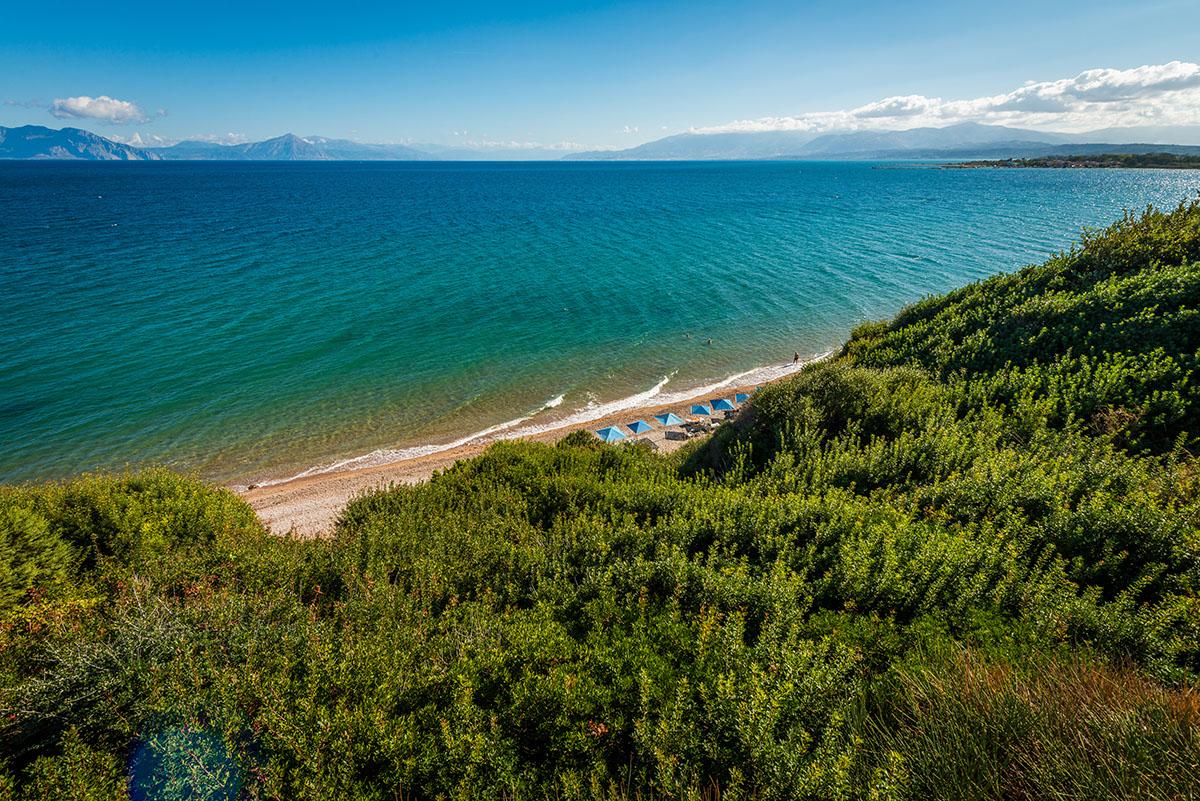 территория отеля Niforeika Beach Hotel & Bungalows