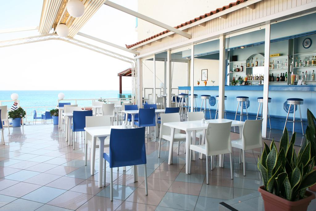 бар и ресторан отеля Evelyn Beach