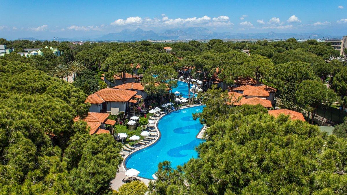 бассейн и бунгало отеля Papillon Ayscha Hotels Resort & Spa