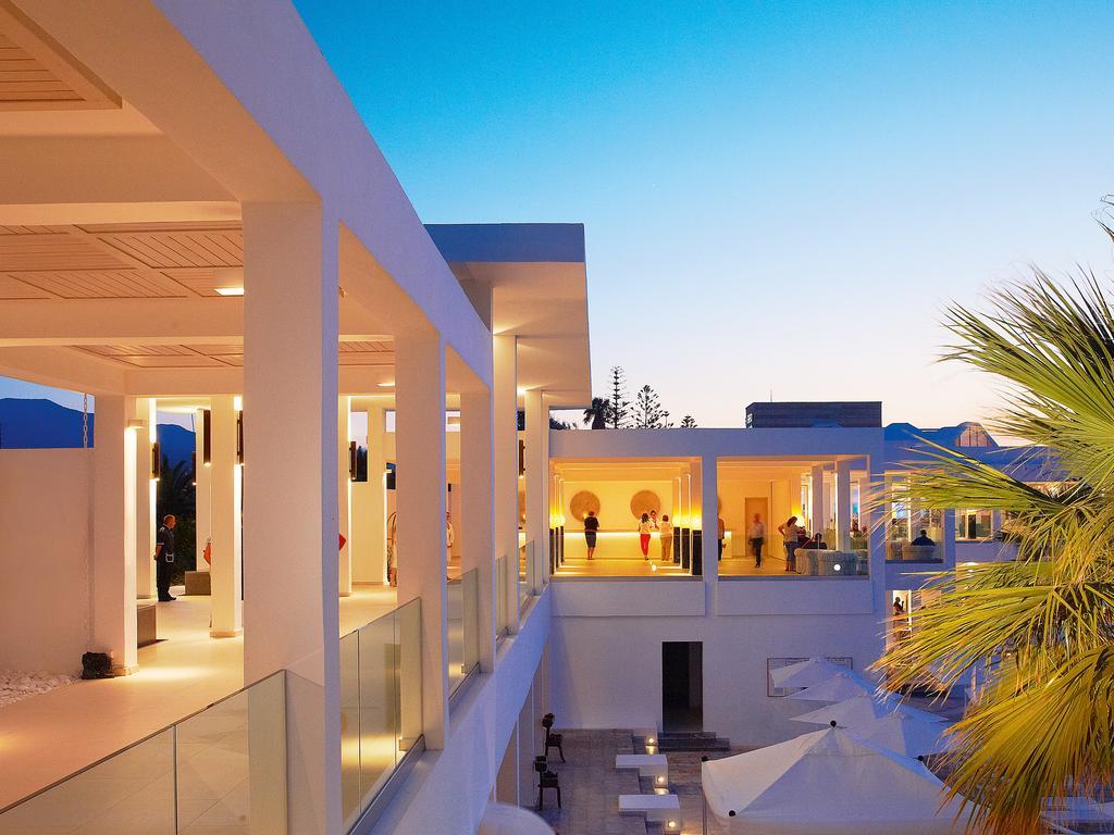 корпус отеля Grecotel Lux.Me White Palace