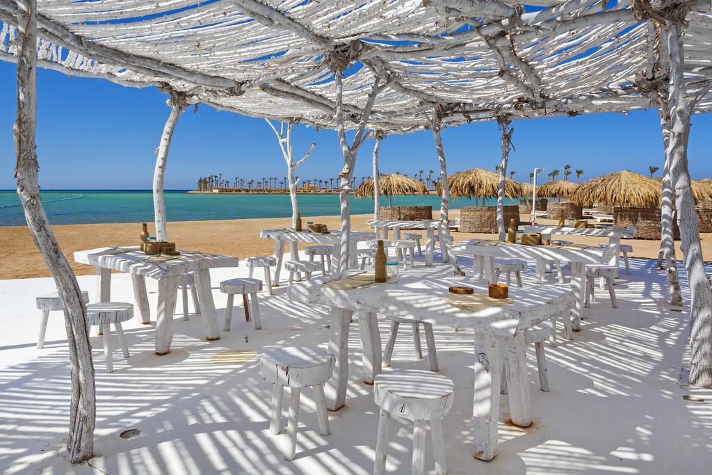 ресторан на пляже отеля Meraki Resort