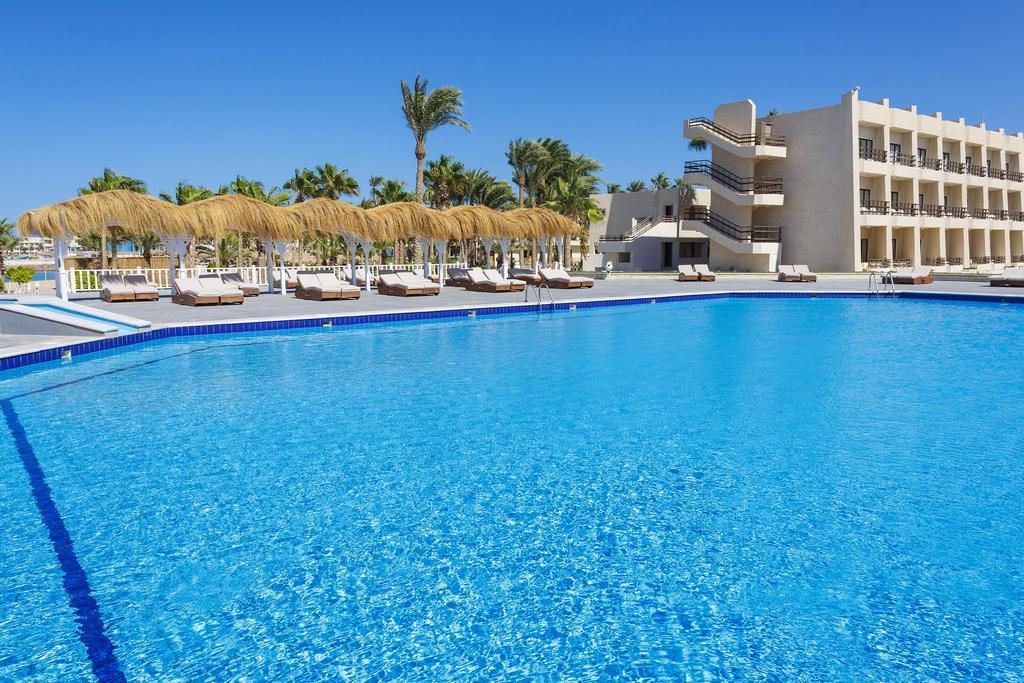 бассейн отеля Meraki Resort