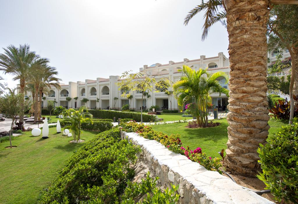 территория отеля Sunrise Grand Select Montemare