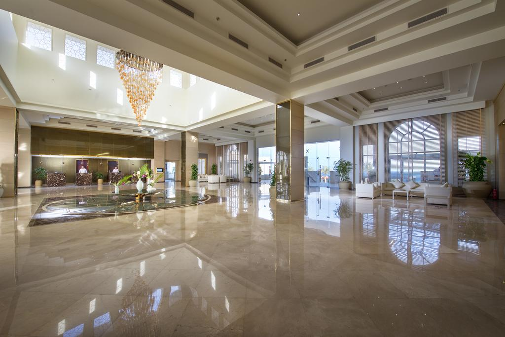 холл отеля Sunrise Grand Select Montemare