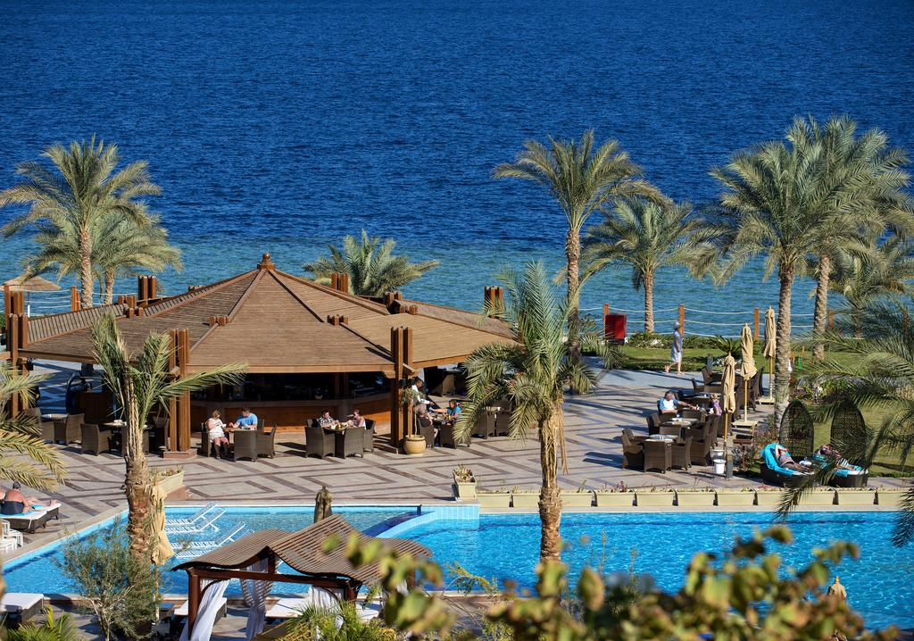 бар возле бассейна отеля Sunrise Grand Select Montemare