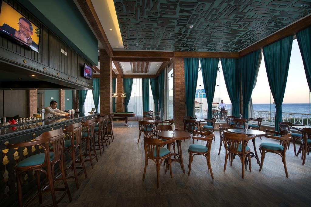 бар отеля Sunrise Grand Select Montemare