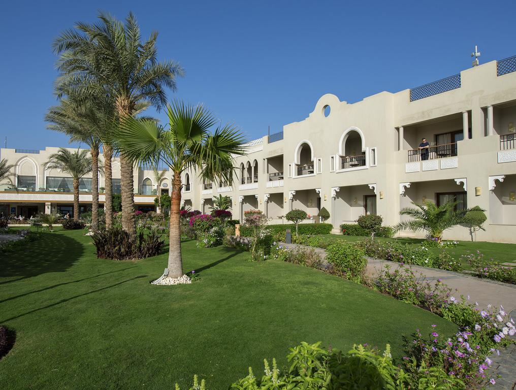 корпус отеля Sunrise Arabian Beach Resort