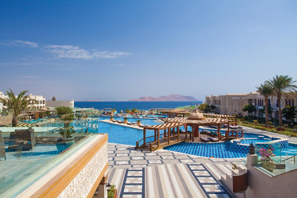 бассейн отеля Sunrise Arabian Beach Resort