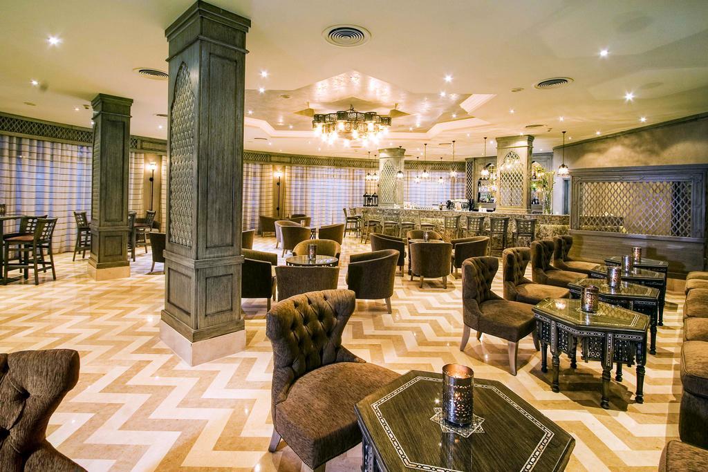 лобби бар отеля Jaz Fanara Resort & Residence