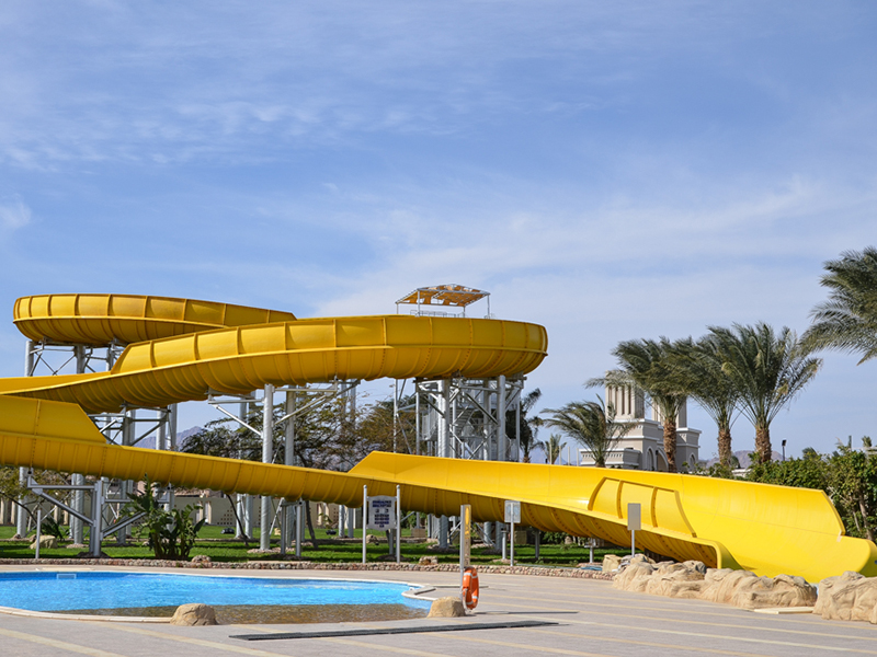 водная горка отеля Royal Albatros Moderna