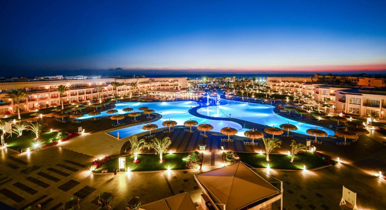 территория отеля Royal Albatros Moderna