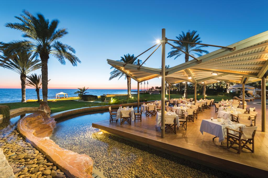 снек-бар отеля Constantinou Bros - Pioneer Beach Hotel