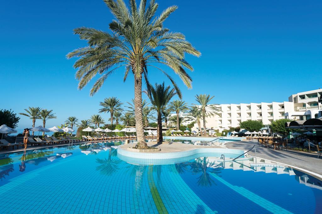 бассейн отеля Constantinou Bros - Pioneer Beach Hotel