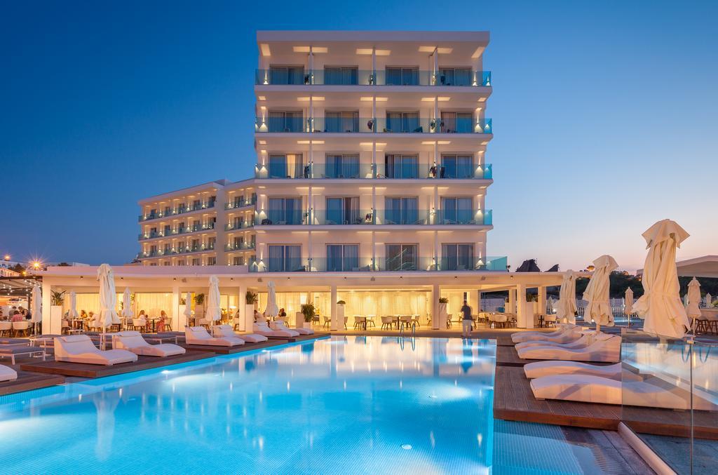 корпус отеля The Blue Ivy Hotel & Suites