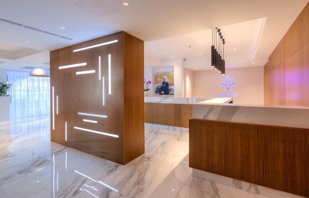 ресепшн отеля The Blue Ivy Hotel & Suites