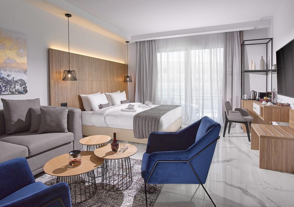 номер отеля The Blue Ivy Hotel & Suites