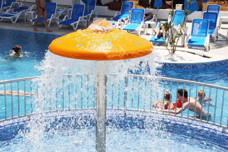 детская зона в бассейне отеля Captain Pier Hotel
