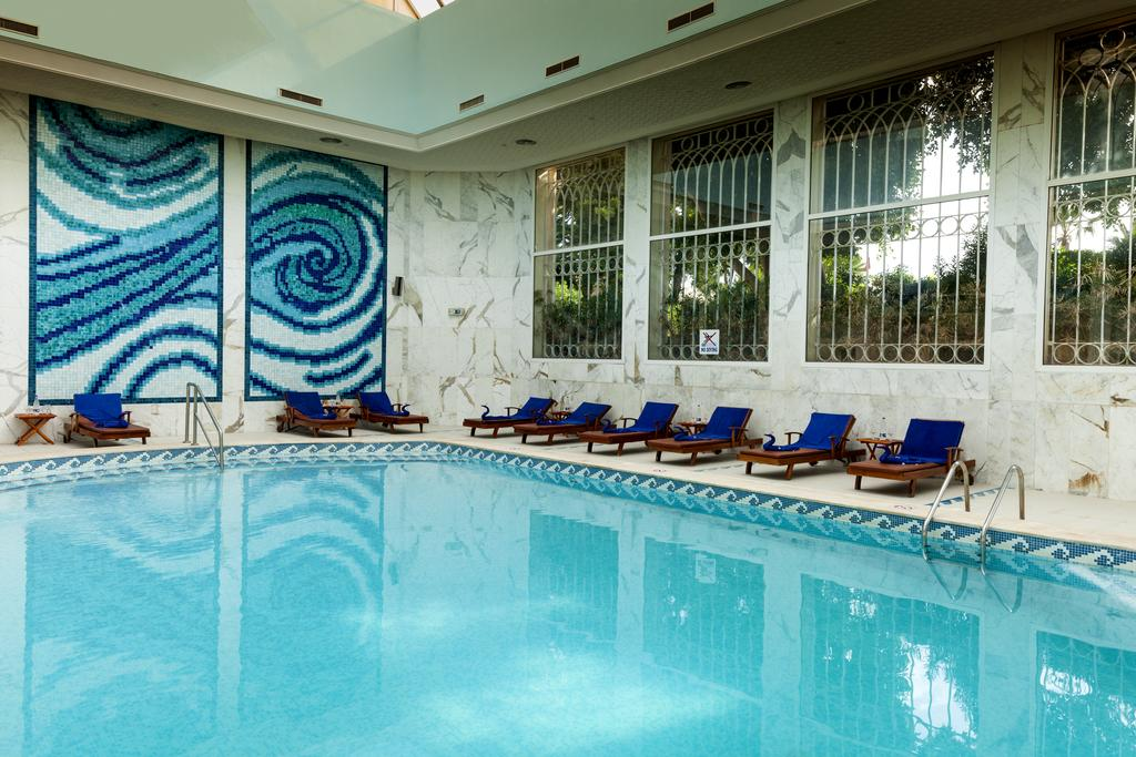 крытый бассейн отеля TUI Magic Life Africana