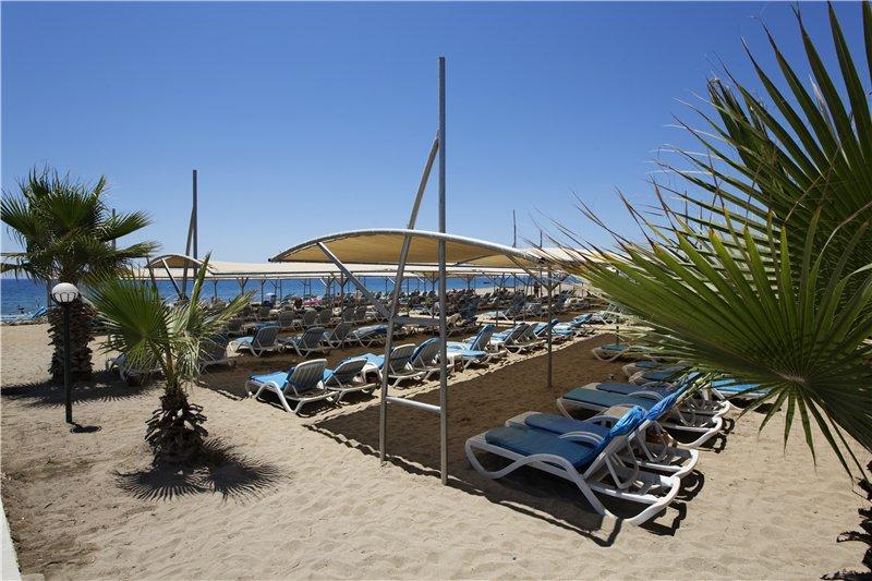 пляж отеля Larissa Holiday Beach Club