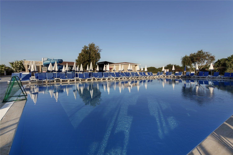бассейн отеля Larissa Holiday Beach Club