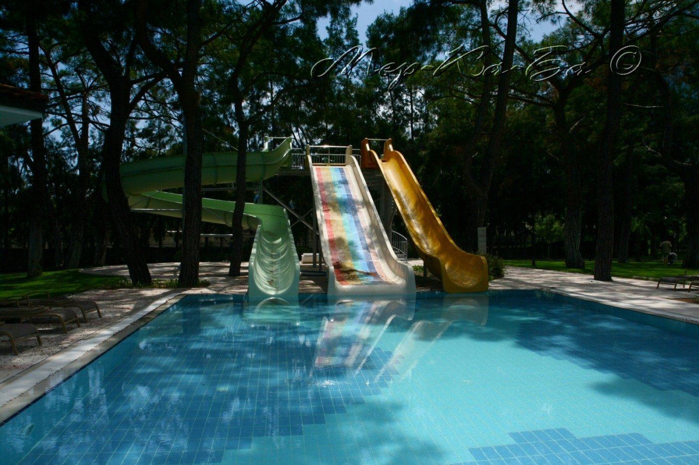 водные горки отеля Akka Antedon Hotel