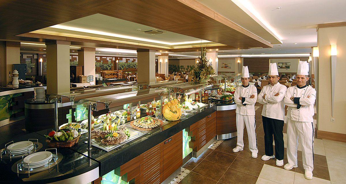 ресторан отеля Ambassador Hotel