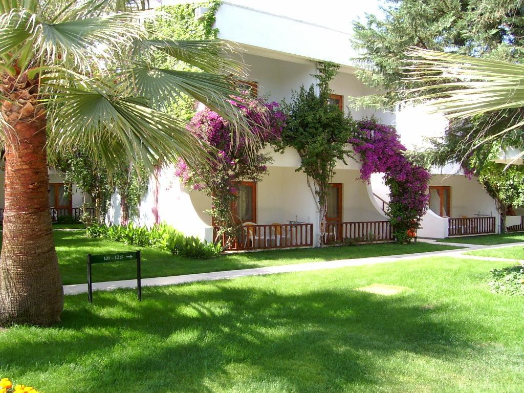 территория отеля Club Boran Mare Beach