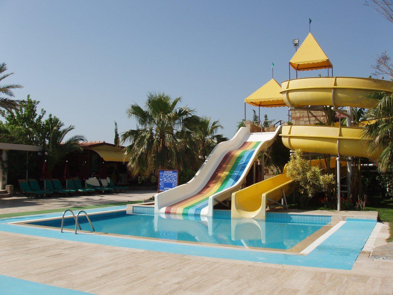 водные горки отеля Club Boran Mare Beach