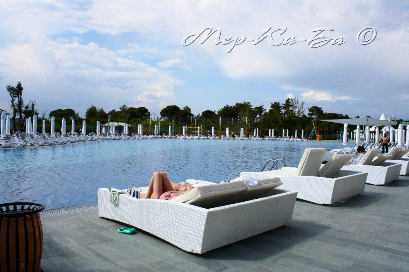 бассейн отеля Titanic Deluxe Belek