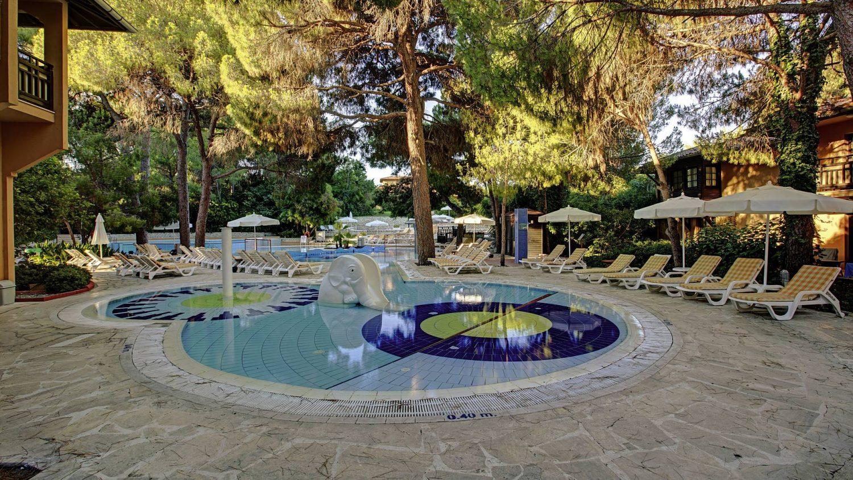 бассейн отеля Magic Life Waterworld