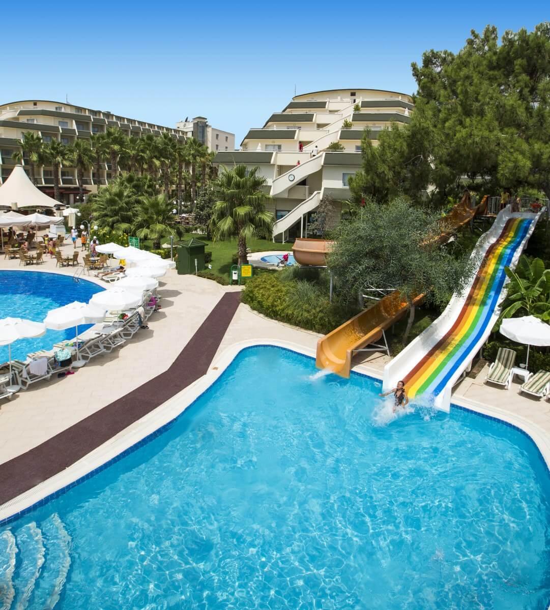 территория отеля Queen's Park Tekirova Resort & Spa