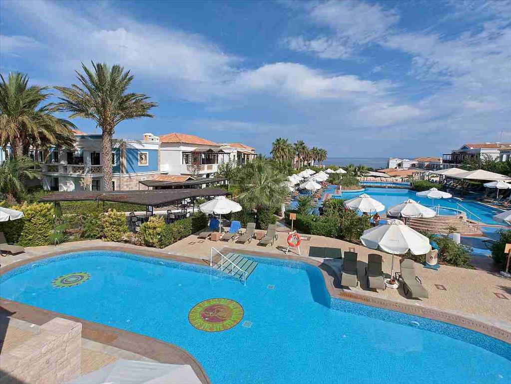 бассейн отеля Aldemar Royal Mare Luxury Resort Thalasso