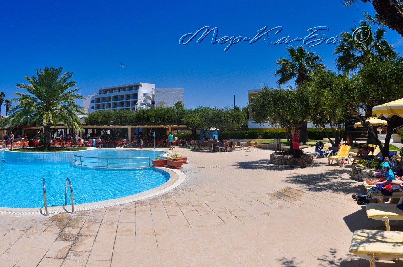 бассейн отеля Alex Beach Hotel – Bungalows