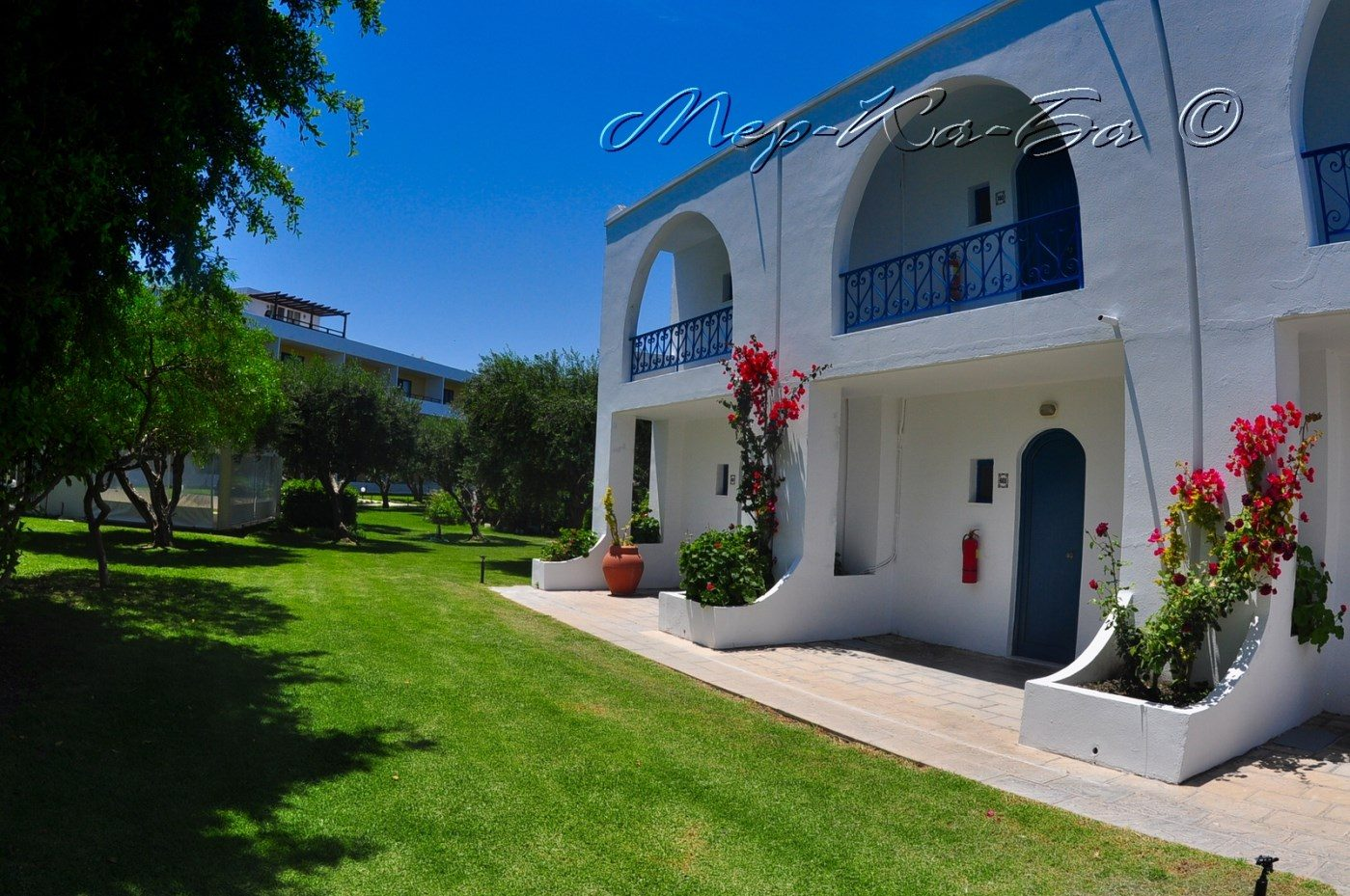 территория отеля Alex Beach Hotel – Bungalows