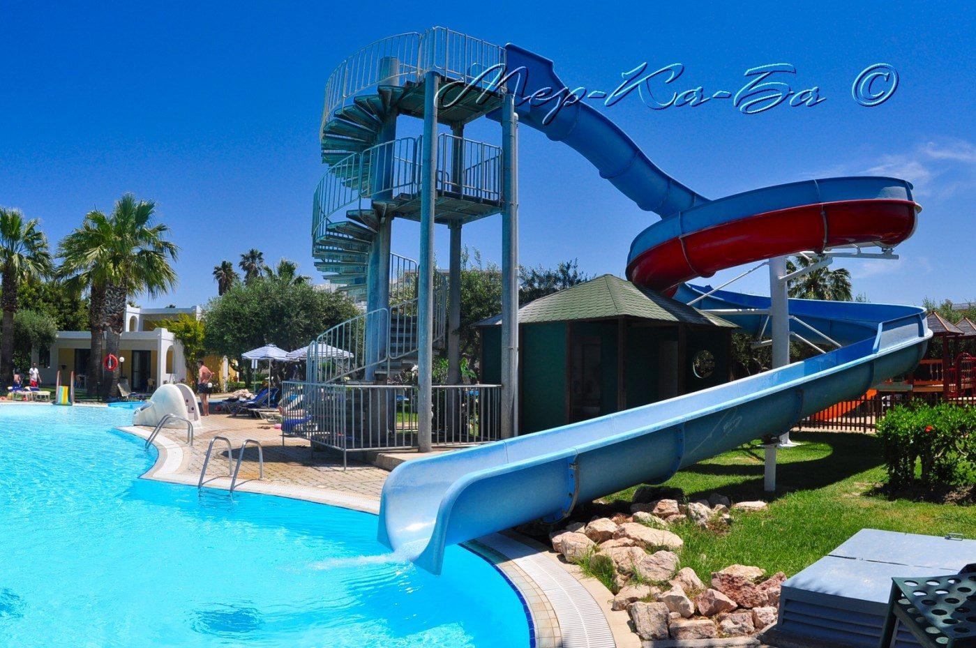 водная горка отеля Alex Beach Hotel – Bungalows