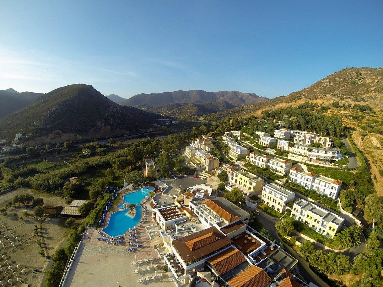 территория отеля Fodele Beach Hotel