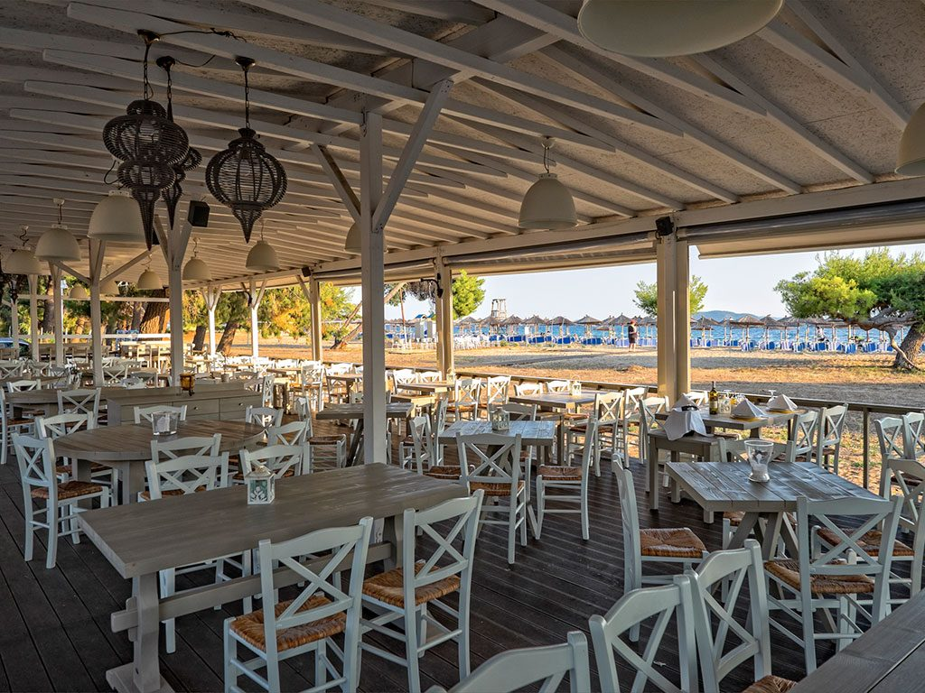 ресторан отеля Lagomandra Beach