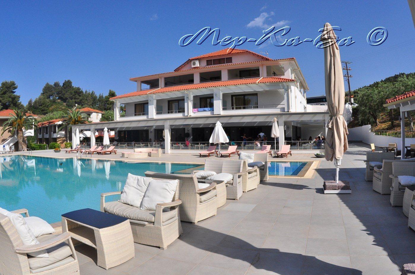 территория отеля Lagomandra Beach