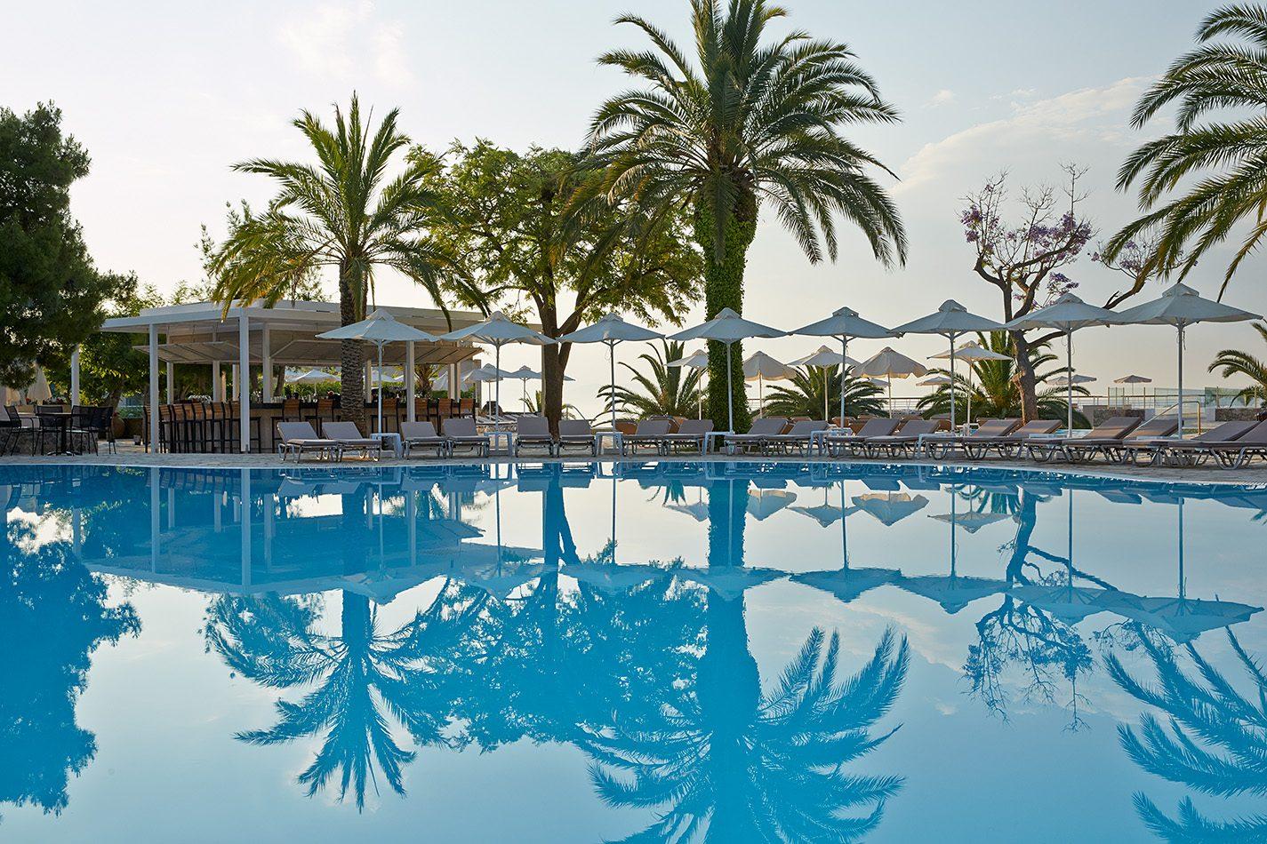 бассейн отеля MarBella Corfu