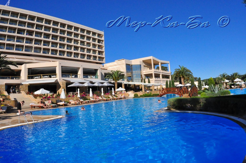 бассейн отеля Sani Beach