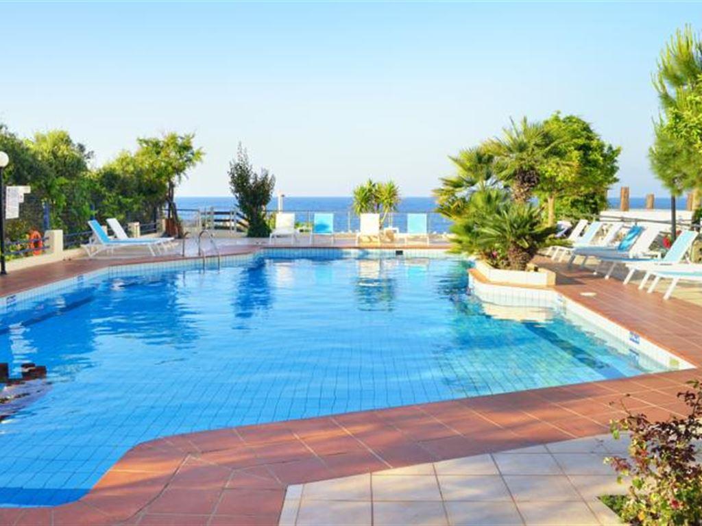 бассейн отеля Golden Beach
