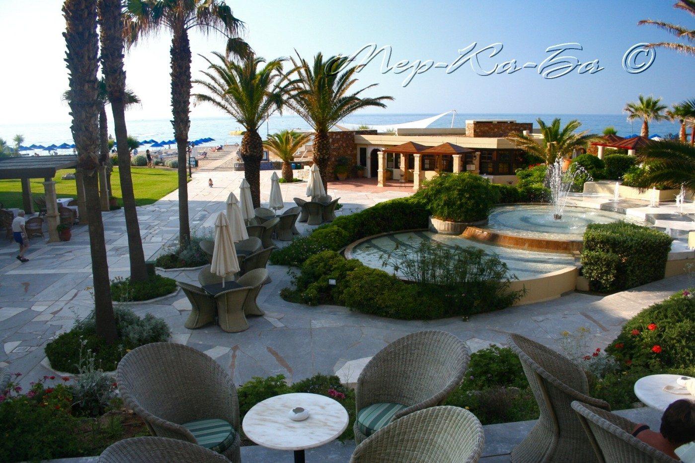 территория отеля Aquila Rithymna Beach