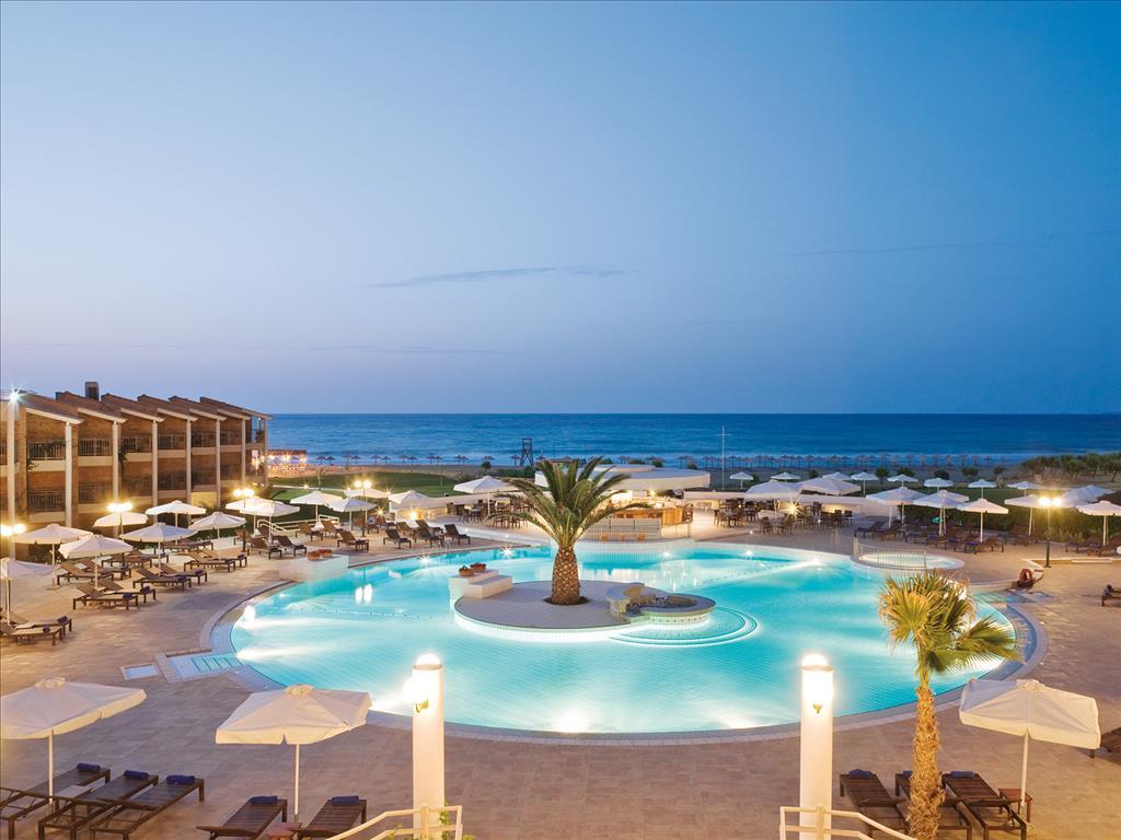 территория отеля Candia Maris Resort SPA