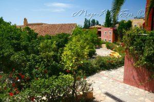 территория отеля Candia Park Village