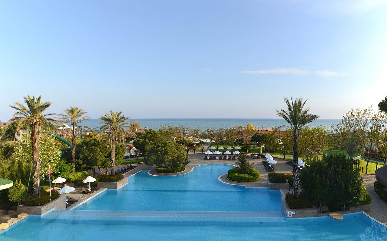 территория отеля Gloria Verde Resort