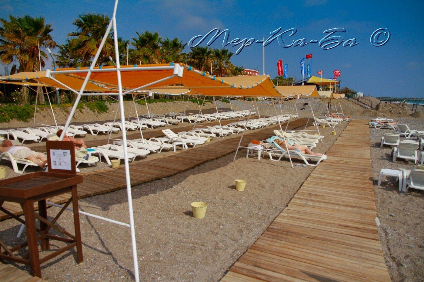 пляж отеля Mukarnas Spa Resort