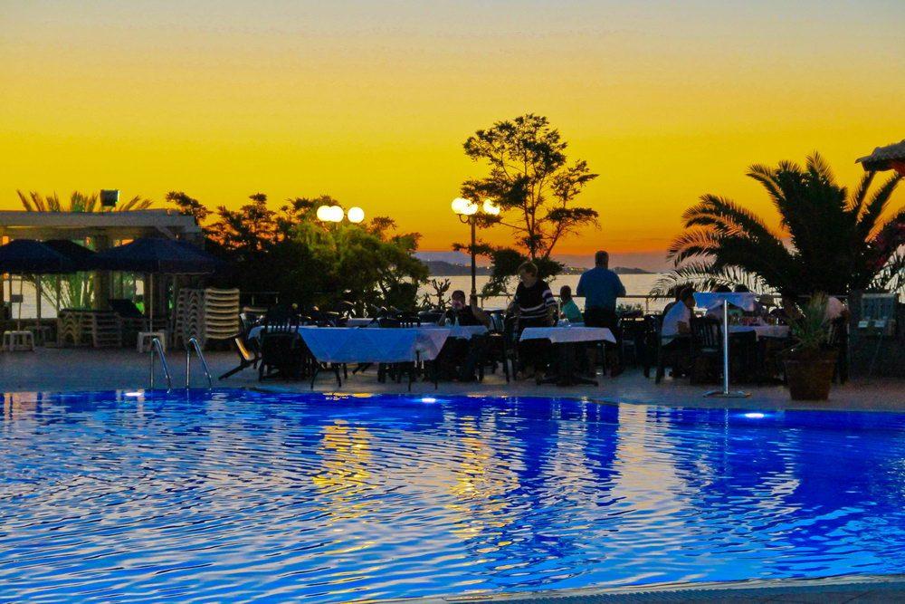 бассейн отеля Nana Beach
