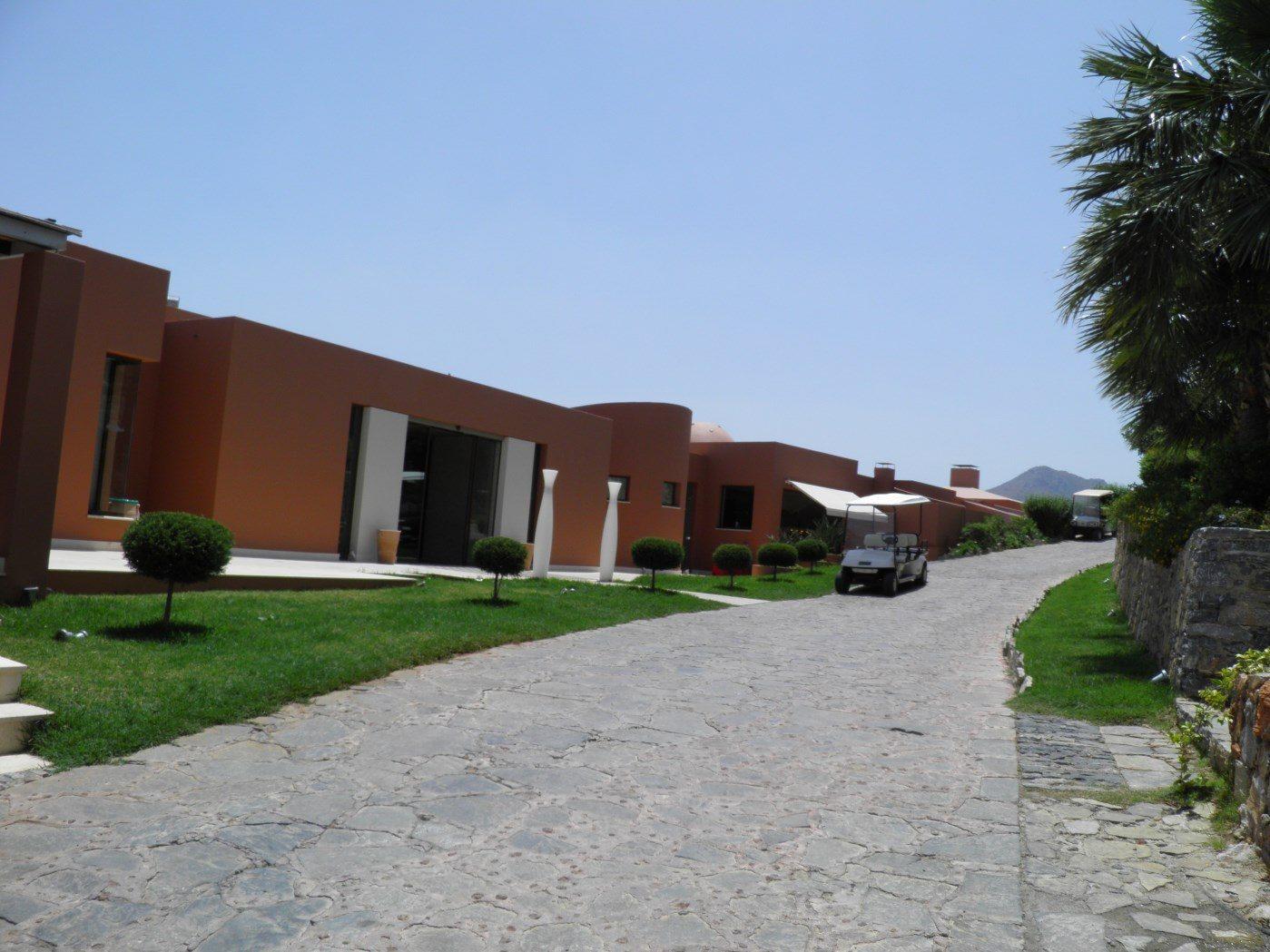 территория отеля Domes of Elounda