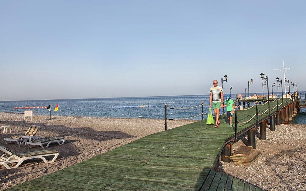 пляж отеля Queens Park Le Jardin